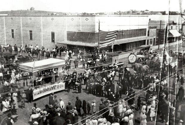 1913 Parade