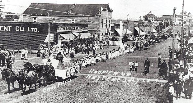 1913 Hoop'er Up